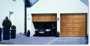 Puertas-de-madera-para-garajes